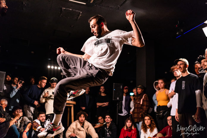 Nico during battles vs. Milliard in Move&Prove Cypher France